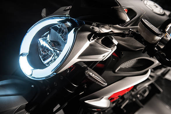 The new headlight on the Brutale 800 retains the elongated oval design but the daytime running lamps look smart and it is almost easy to miss the little illuminated MV logo right on the top