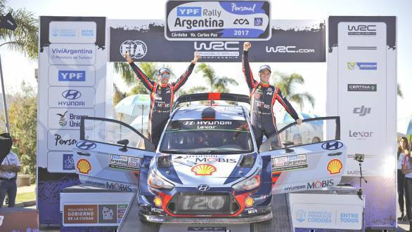 Thierry Neuville and Nicolous Gilsoul celebrate their victory at the 2017 Rally of Argentina