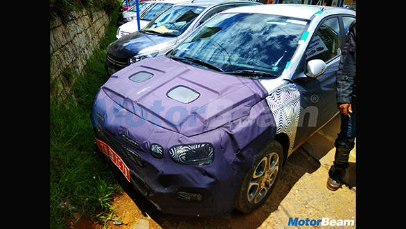 2018-Hyundai-i20-facelift-front-end-spied-up-close