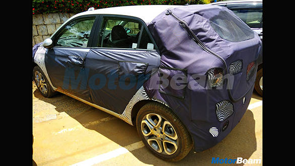 2018-Hyundai-i20-facelift-rear-spied-up-close
