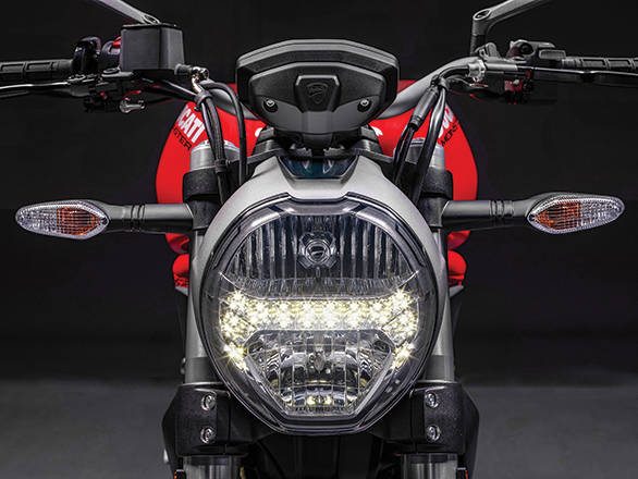 The rounded headlamp takes cues from the Ducati Monster design book. Looks great with the LED strip bisecting it into half