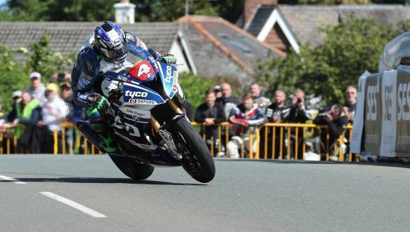 Ian Hutchinson (BMW/Tyco BMW) at Sulby during the RL360 Quantum Superstock TT Race. (PICTURE BY DAVE KNEEN/PACEMAKER PRESS)