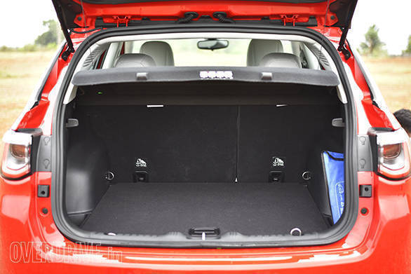 There is a decent amount of boot space in the Jeep Compass. Additionally, the boot lip is quite flat, making loading luggage quite easy
