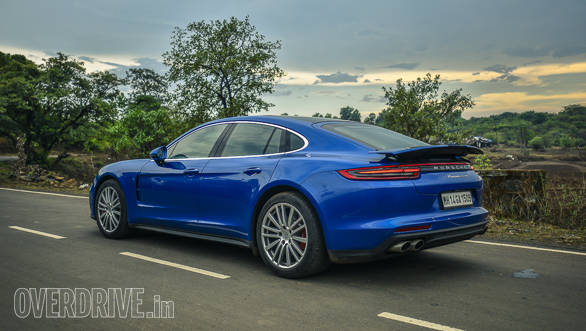 From the side and rear however, the 911 silhouette on the 2017 Porsche Panamera Turbo is unmistakable. This is thanks to the high haunches and the sloping roof