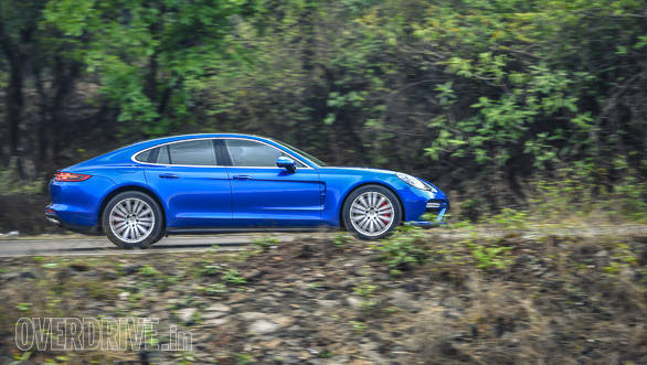 It's quite an experience to drive a two-tonne, 5-metre long luxury sedan that feels like a sportscar!