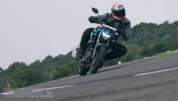 TVS Apache RTR 200 vs Yamaha FZ 250 (12)