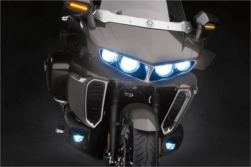 The 2018 Yamaha Star Venture comes with all-LED quad headlights, brake lights and turn indicators