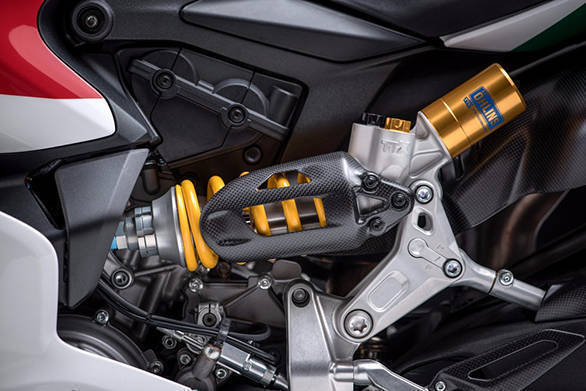 It comes equipped with fully adjustable hlins TTX36 rear shock absorber