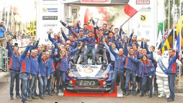 The Hyundai team celebrates victory at Rally Poland with Thierry Neuville and Nicolas Gilsoul and the Hyundai i20 R5