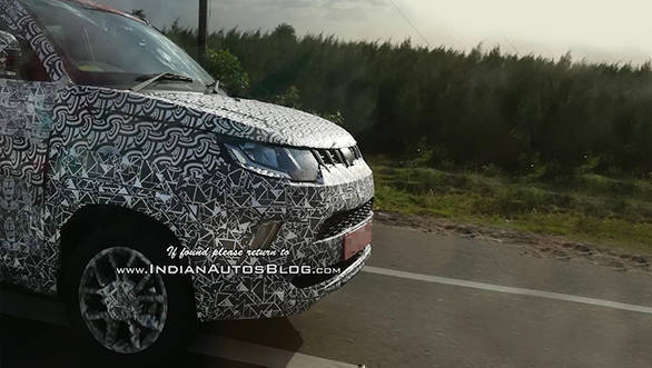 Mahindra-KUV100-Facelift-Spy-Shots-Nose-1024x819