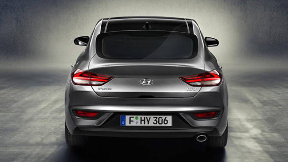 You won' be wrong in thinking that the rear end of the i30 hatchback looks similar to a BMW 6-series coupe's boot