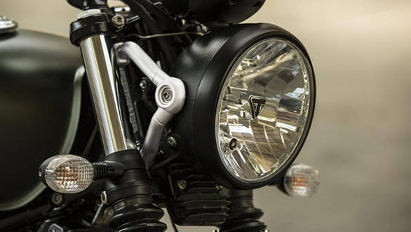 The 2017 Triumph Street Scrambler gets aluminium headlight bracket and black headlight bezel