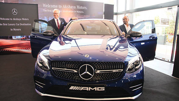 From Left - Roland Folger, MD & CEO, Mercedes-Benz India & Dr. M.P Shyam, MD Akshaya Motors