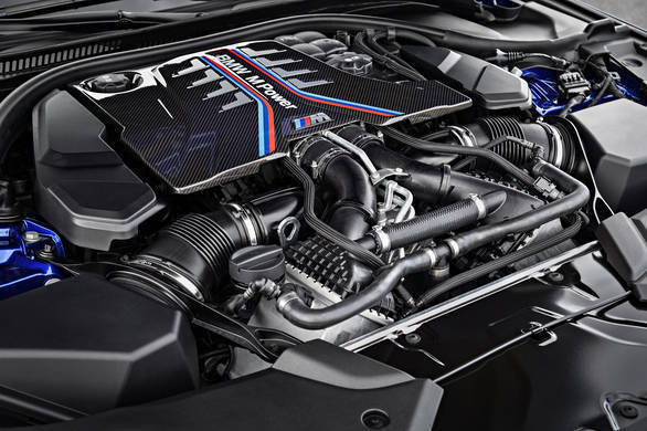4.4-litre V8 engine with TwinPower Turbo engine produces 48 more PS than its predecessor