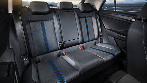 The rear bench of the VW T-Roc can be split and folded in 60:40 ratio, which expands the 445 litre boot to 1290 litres