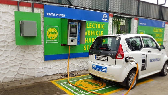 Maharashtra government announces tax exemption for electric vehicles
