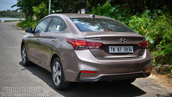 The tail of the new Verna too emulates that of the bigger brother Elantra. However, only the top trim gets a full LED tail lamp