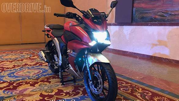 The full-LED setup from the naked FZ25 makes it way to the faired Fazer25 as well