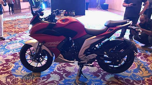 The silhouette of the motorcycle reminds one of the earlier Fazer. However, this one is fully faired unlike the semi-faired unit of the 150cc