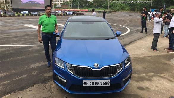 2017 skoda octavia rs launched in india at rs lakh overdrive. Black Bedroom Furniture Sets. Home Design Ideas