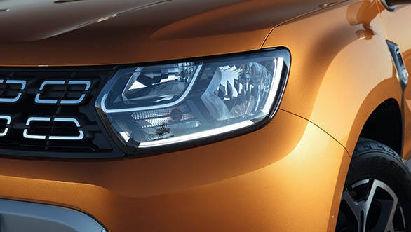 2018 Renault Dacia Duster Detail headlight and DRL