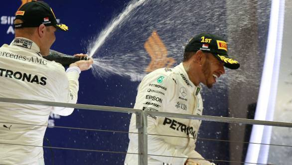 F1 2017: Lewis Hamilton takes victory at chaotic Singapore GP