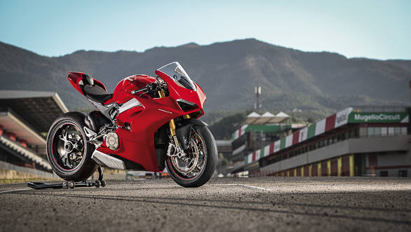 2018 Ducati Panigale V4 S beauty static front 3/4