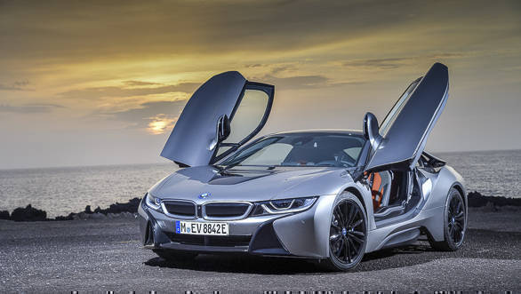 2018 BMW i8 Roadster and Coupe image gallery