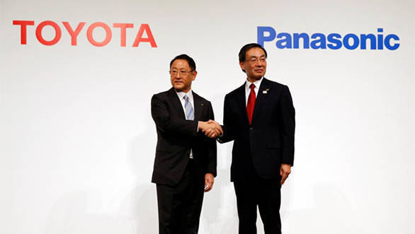 Toyota, Panasonic mull jointly developing electric vehicle batteries