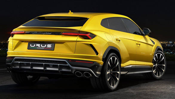 The sleek lights paired with the large quad exhaust pipes makes the 2018 Lamborghini Urus look extremely stylish