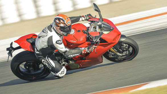 2018 Ducati Panigale V4 S cornering action