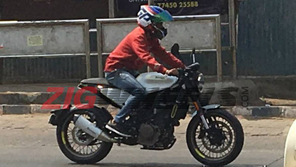 Husqvarna Vitpilen 401 and Svartpilen 401 spied testing in Pune