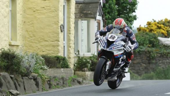IOMTT 2018: Manx rider Dan Kneen dies after crashing in Superbike TT qualifying
