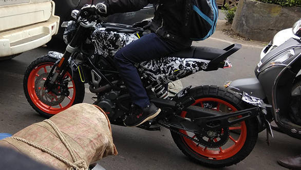 Spied: Husqvarna Svartpilen 401 with KTM 390 Duke engine and wheels caught testing in India