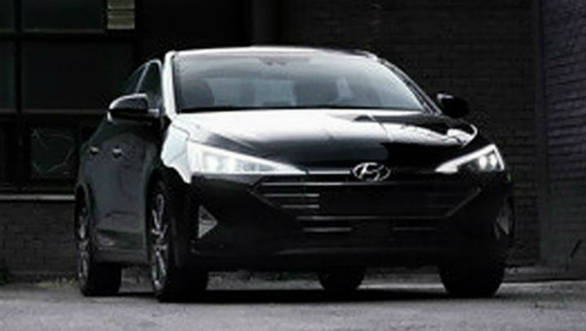 More spy images show the facelifted Hyundai Elantra completely undisguised