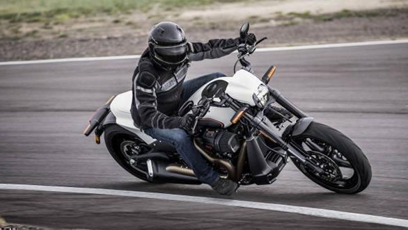 Harley-Davidson FXDR 114 details out