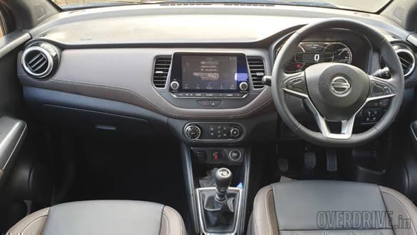 Image gallery: India-spec 2019 Nissan Kicks SUV interior ...