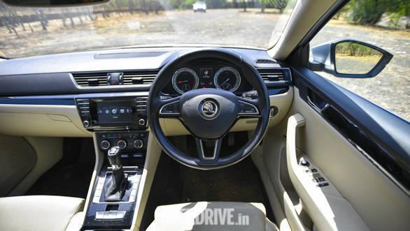 Comparison test: Toyota Camry Hybrid vs Volkswagen Passat vs