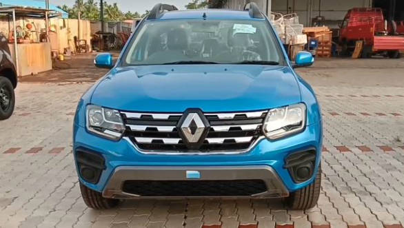 d5c1d686ec4 2019 Renault Duster SUV facelift spotted in mid-spec trim ahead of launch