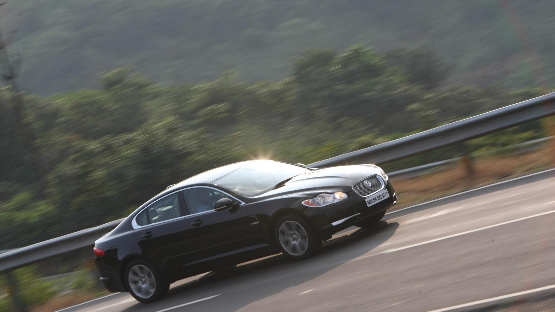 Jaguar-XF-2013-S-Exterior