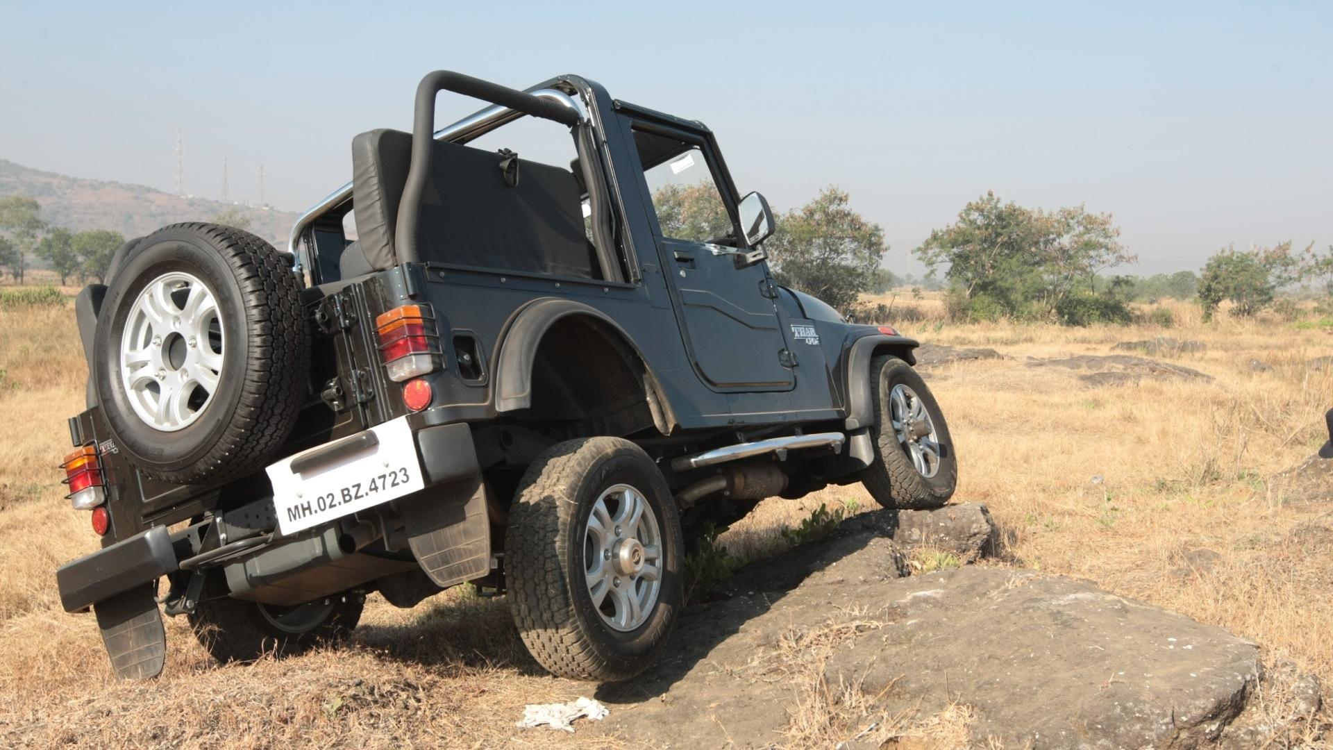 Mahindra-Thar-2013-CRDe--4x4-Compare