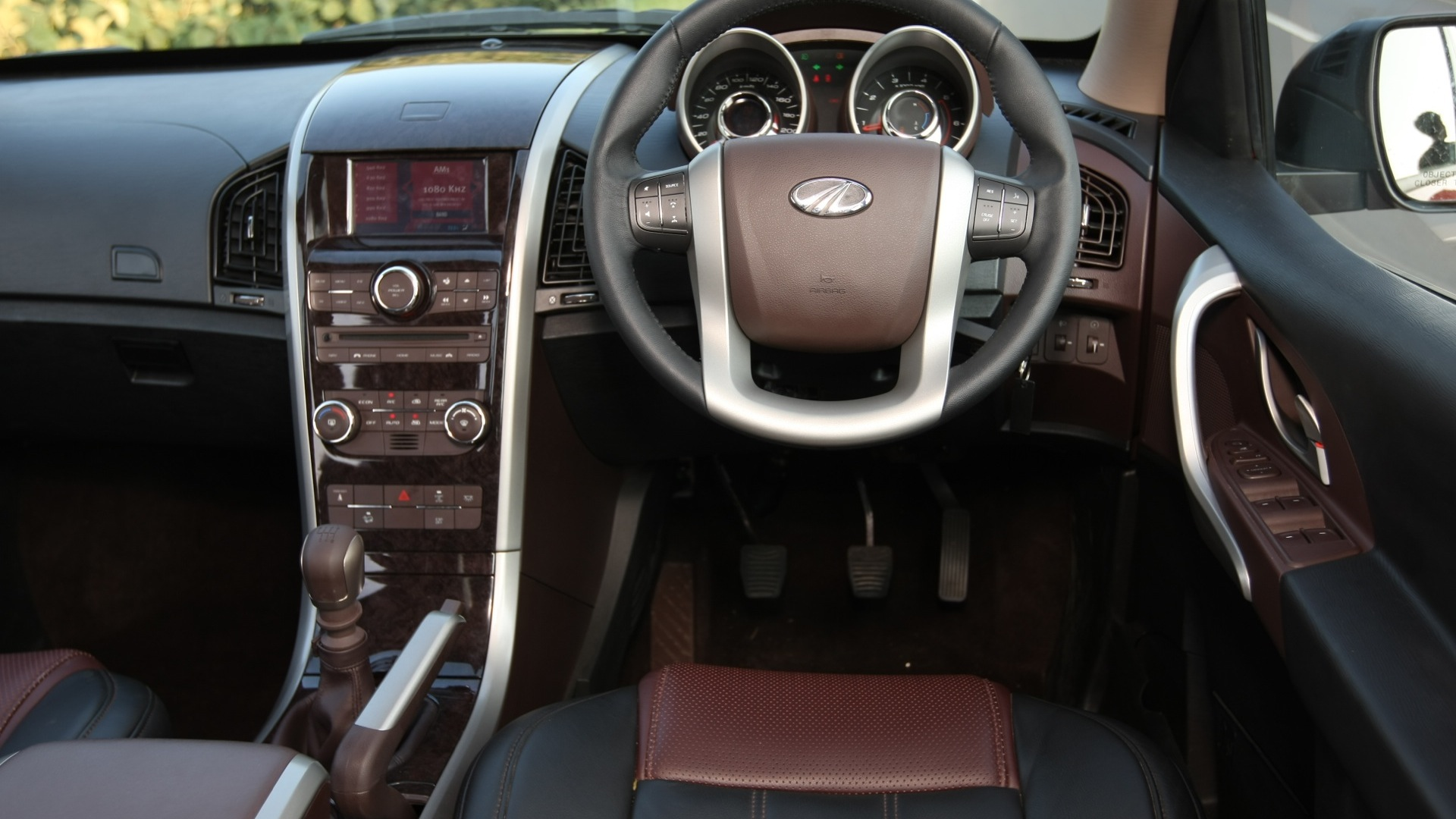 Mahindra-Xuv500-2013-W6-Interior