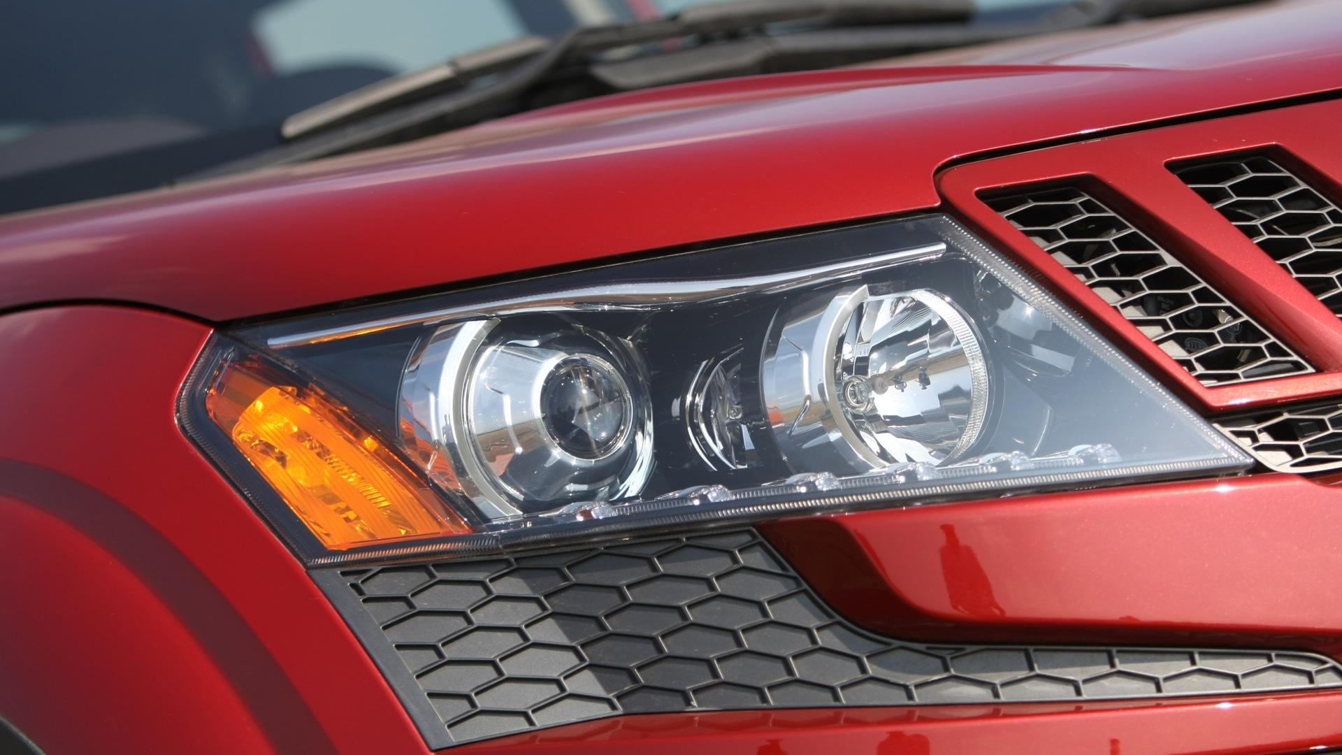 Mahindra-Xuv500-2013-W6-Exterior