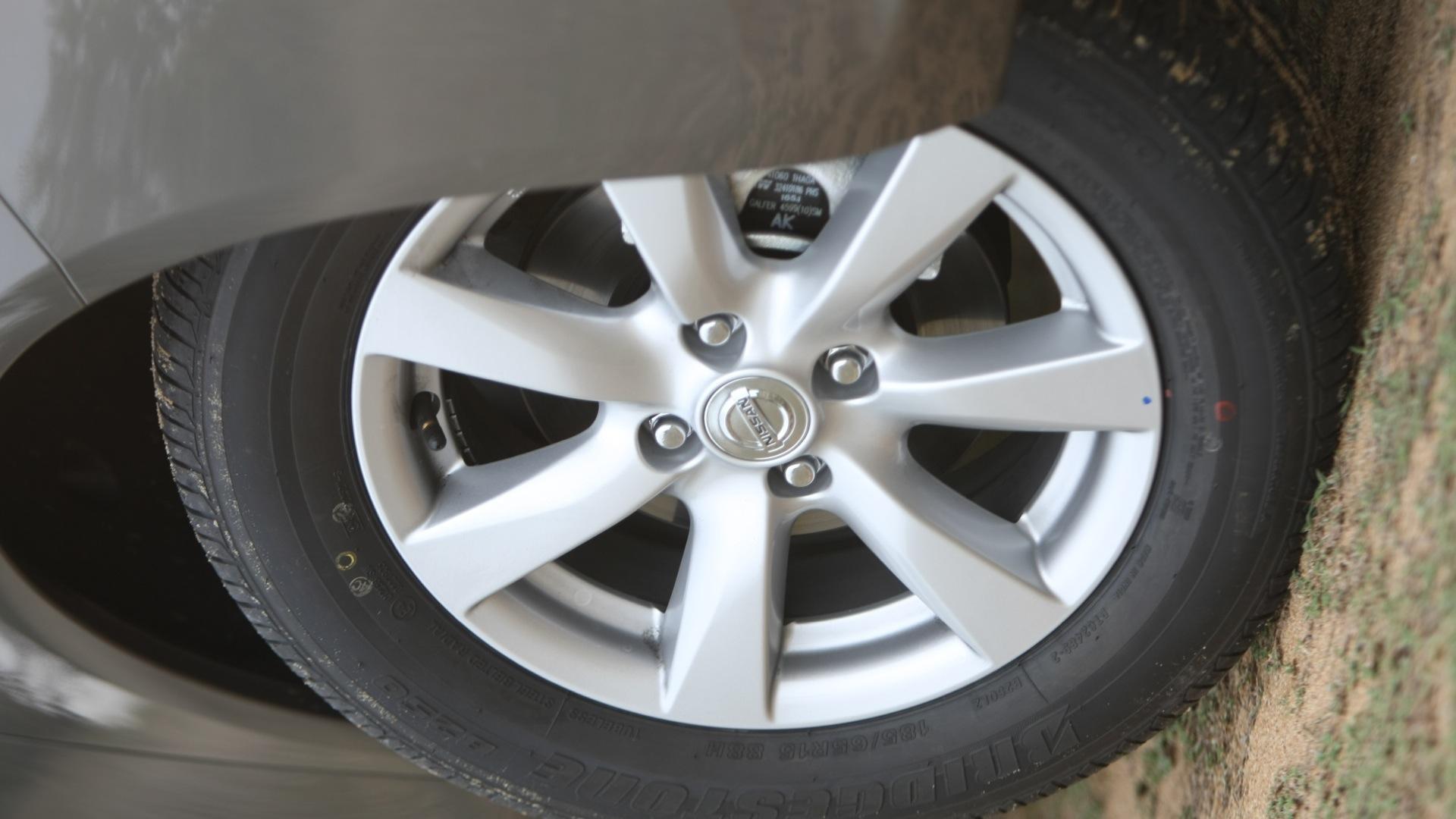 Nissan-Sunny-2013-XV-Exterior