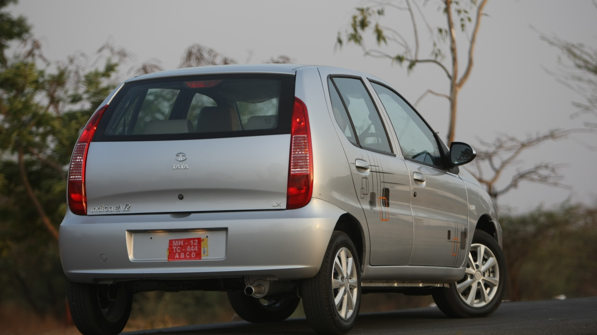 Tata-Indica-2013-eV2-CR4-LE-Exterior