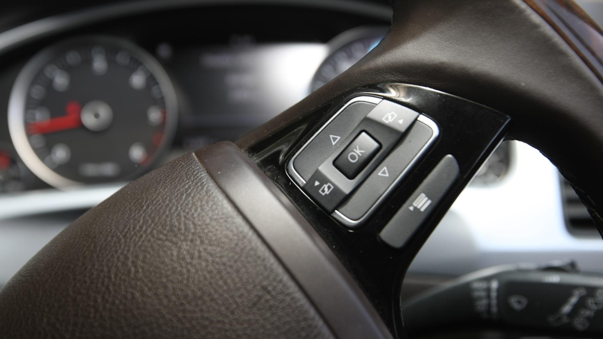 Volkswagen-Touareg-2012-V6-TDi-Interior