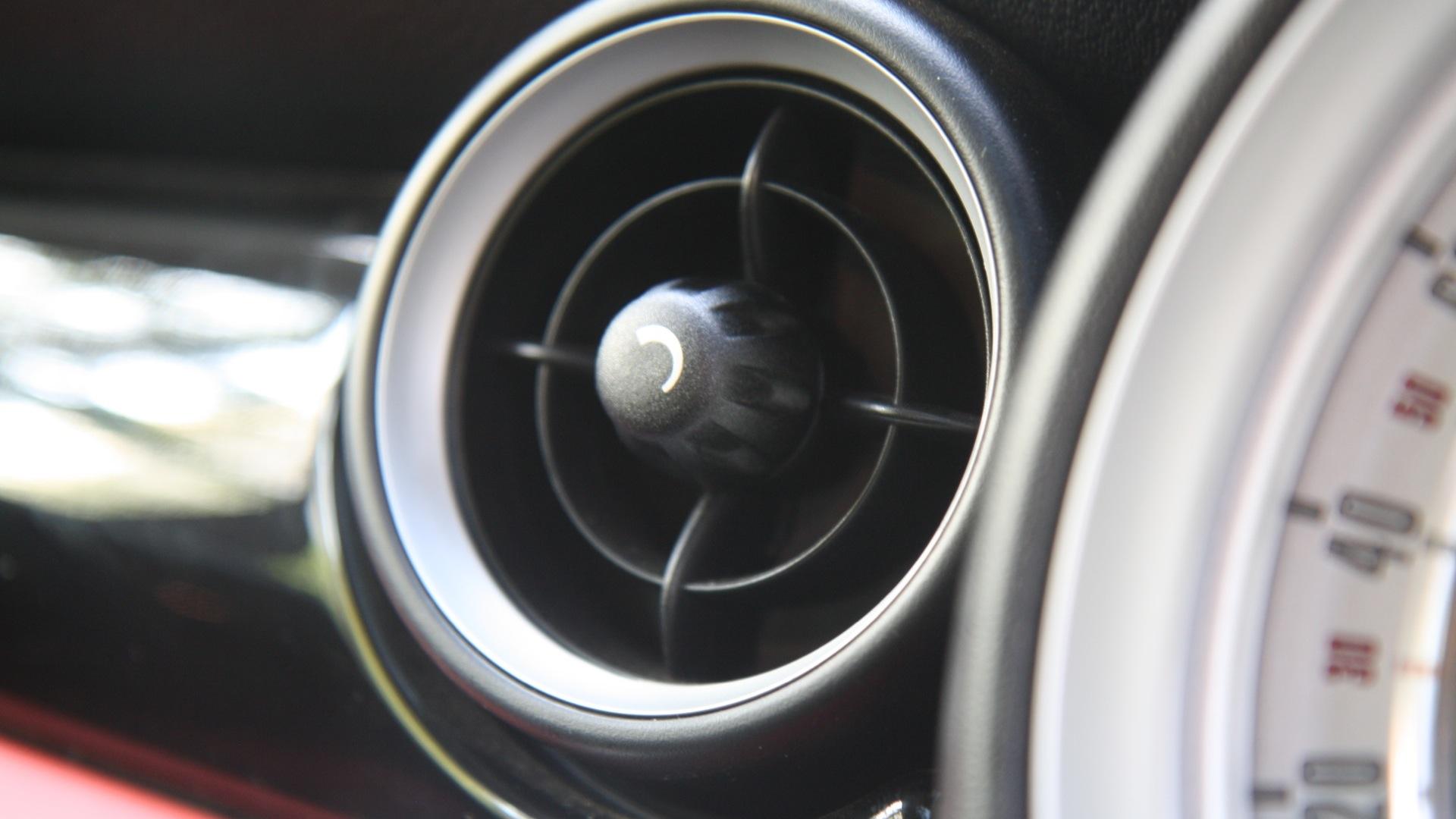 Mini-Cooper-2012-S-Interior