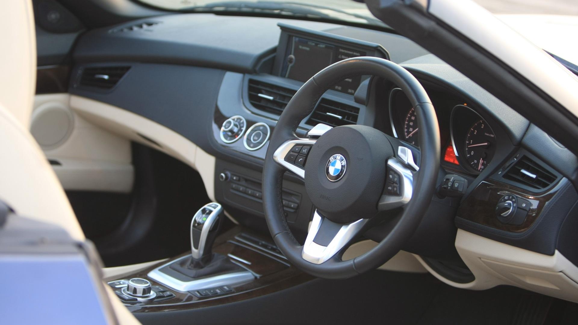 BMW-Z4-2013-sDrive-3-5i-Interior