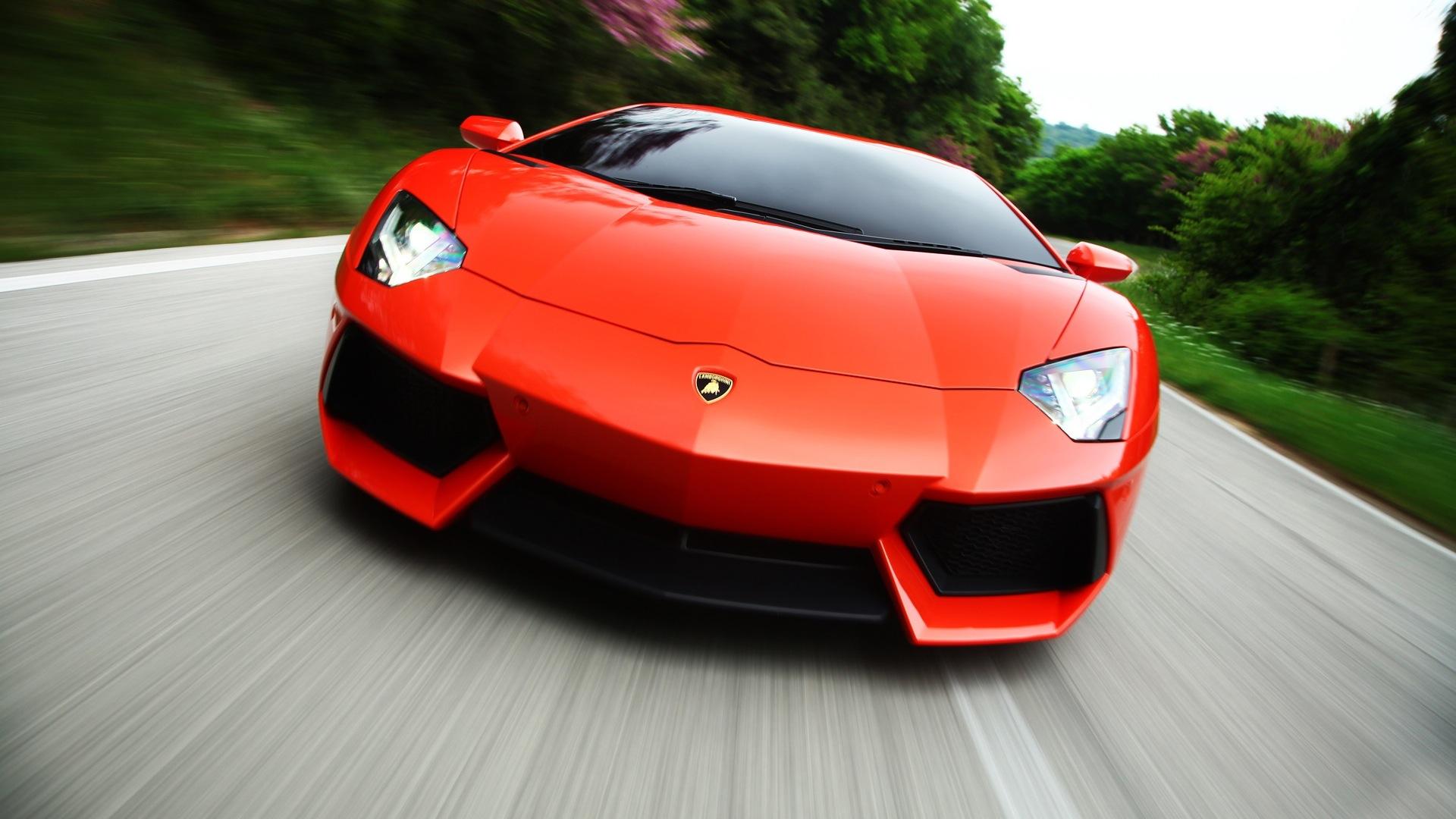 Lamborghini-Aventador-2013-LP-700-4-Compare