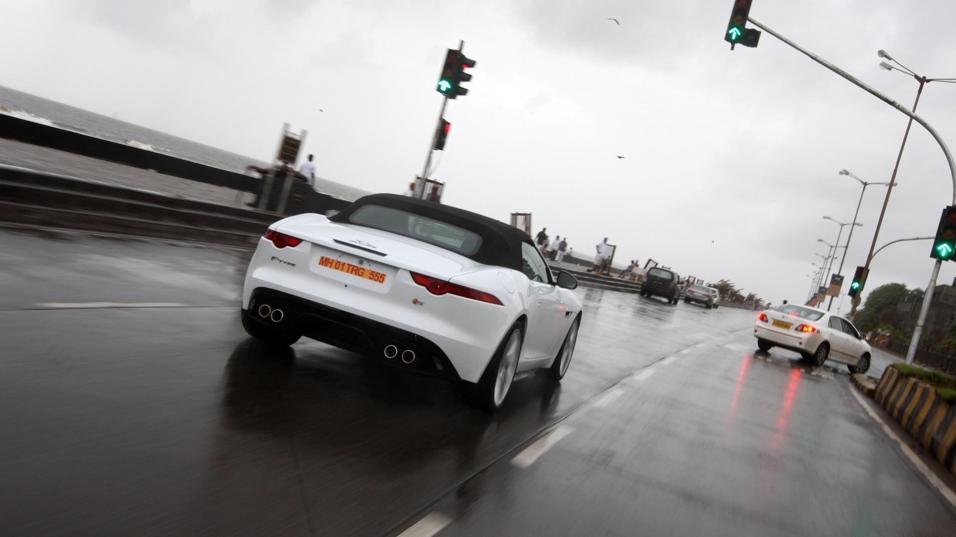 Jaguar-F-Type-2013-V8 S Compare